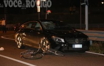 Donna in bici falciata e uccisa