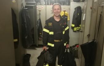 40 anni con la divisa da pompiere, ad aiutare gli altri: buon riposo!