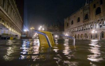 Acqua alta record, disastro a Venezia