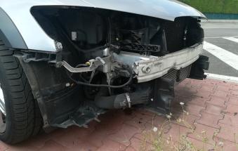 Un'altra auto smontata nella notte dalla banda dei pezzi di ricambio