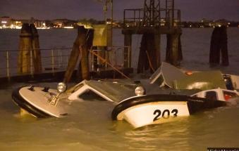 Inferno in laguna: barche in piazza e strade come fiumi
