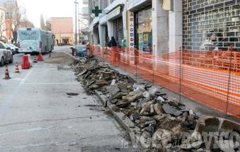 Al via i lavori, quei marciapiedi saranno rifatti proprio da capo