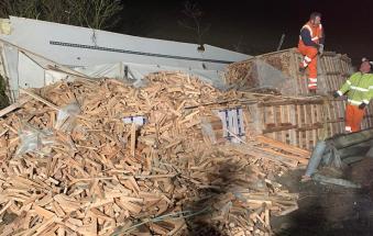 Si schianta mentre trasporta un carico da 200mila euro di sigarette di contrabbando