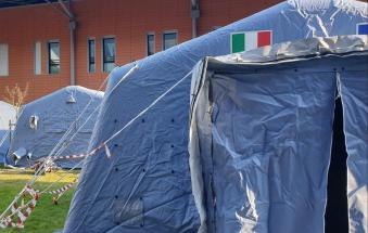 Due tende fuori dall'ospedale di Rovigo