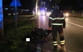Si schianta in moto e muore a 32 anni, Statale 16 bloccata