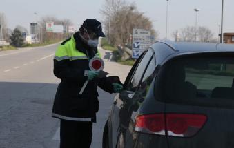 Si fa 24 chilometri per fare la spesa nel capoluogo: multato