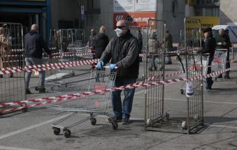 Nuovi divieti: si fa la spesa solo con mascherine e guanti, domenica tutto chiuso, mercati all'aperto vietati