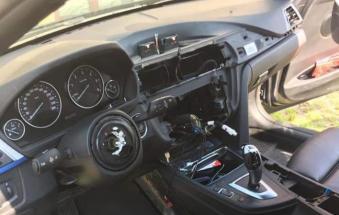 Rompono il finestrino e rubano persino il volante: attenzione