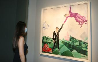Arancione anti cultura: chiude la mostra su Chagall, stop a quella sui teatri