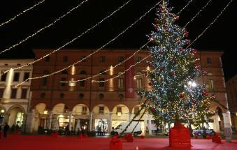 Si accende la magia del Natale nel capoluogo