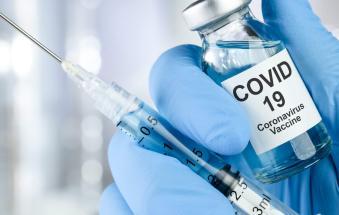 Obiettivo Draghi: 600mila dosi al giorno, vaccini anche nelle stazioni e nei centri commerciali