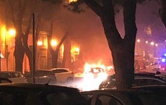 L'auto brucia durante la marcia, in salvo le tre donne a bordo
