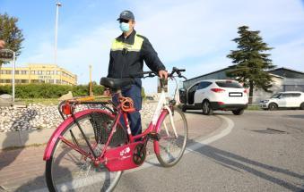 Incidente alla rotatoria, ciclista ferito