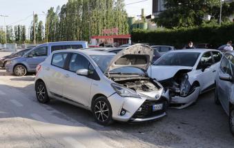 Schianto multiplo, groviglio di auto: danni e paura