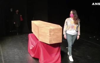 """L'ultimo saluto al teatro, morto di """"DPCM"""""""