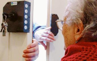 Si finge tecnico di Acquevenete e deruba un'anziana