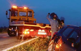Auto giù dall'argine del Po: feriti un uomo e una donna