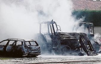 Bruciano i mezzi dell'Alto Adriatiko