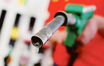 Benzina: rincari vertiginosi fanno schizzare il prezzo oltre i 2 euro al litro