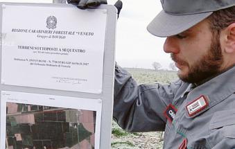 """""""Rifiuti nei nostri campi"""": condannati, stabilimento confiscato e dovranno pulire tutto"""