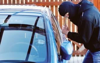 Ladri a caccia di auto da scassinare