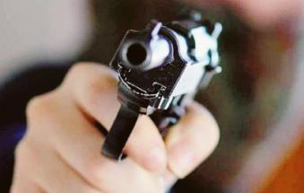 I ladri si portano via persino una pistola
