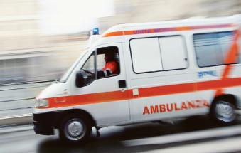 Incidente durante il trasport del malato, muore 90enne