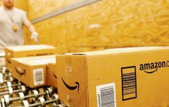 """Confesercenti contro Amazon: """"Tassare le transazioni online"""""""