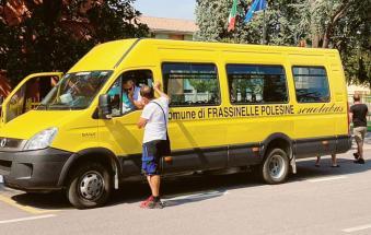 Manca un autista, il sindaco si mette alla guida dello scuolabus