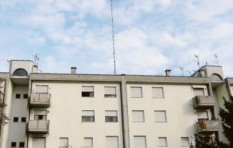 """""""Antenna 5G abusiva sul palazzo in centro abitato"""""""