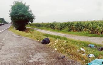Un lungo immondezzaio d'asfalto