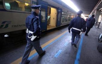 Muore folgorato mentre salta sul tetto del treno