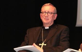 I fedeli si scagliano contro il vescovo