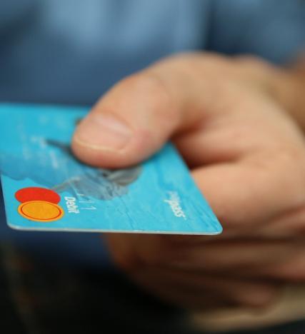 Dal primo dicembre premi di 3.000 euro e sconti del 10% per chi paga con carta di credito