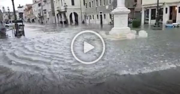 Chioggia, acqua alta da record: il centro allagato - La voce di Rovigo
