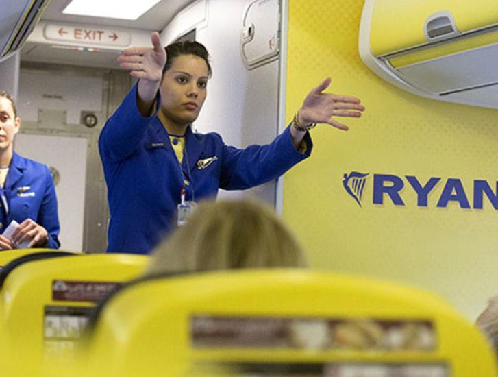 Sognate di fare la hostess o lo stewart? Ryanair ha aperto le selezioni. Anche in Veneto