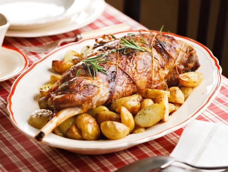 Agnello agli aromi con contorno di patate