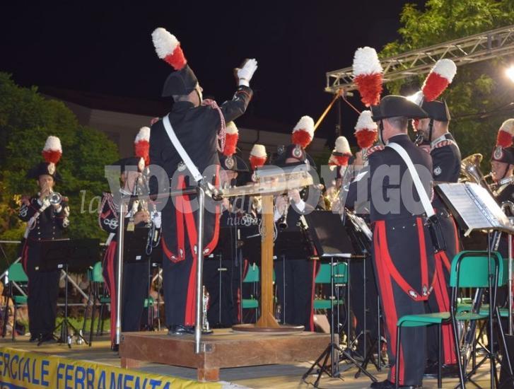 """La """"Fanfara"""" dei Carabinieri emoziona in piazza"""