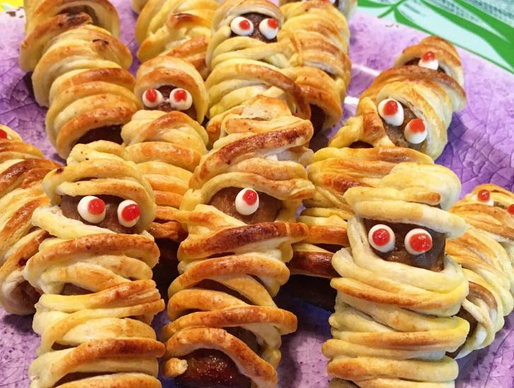 Mummie di salsiccia per Halloween