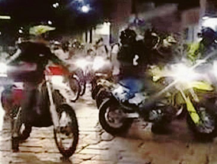 """""""In moto di notte a fari spenti"""""""