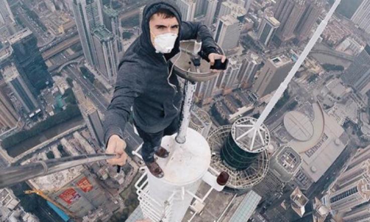 Selfie sul cornicione di un grattacielo: denunciati 4 minorenni