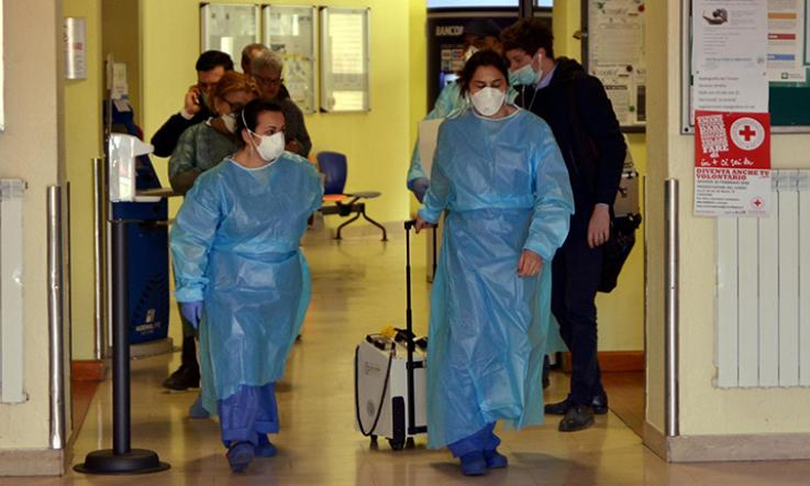Coronavirus, chiusi negozi: Zaia e Fontana approvano la misura