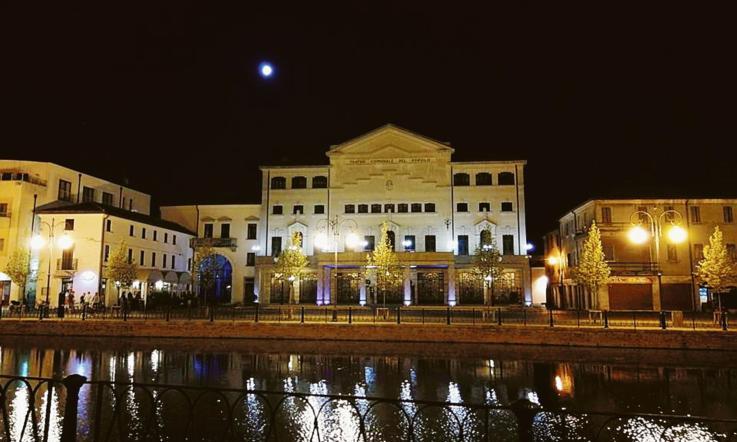 Piazza Cavour riapre al traffico - La Voce di Rovigo dee73359323