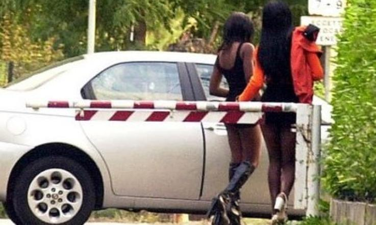 prostituta nigeriana in auto